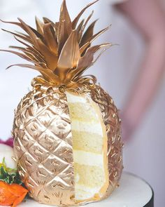 Gold Pineapple Cake Colorful Wedding Inspiration Featured On Midwest Bride (Baking Cookies With Friends) Crazy Cakes, Fancy Cakes, Cute Cakes, Pretty Cakes, Beautiful Cakes, Amazing Cakes, Amazing Pics, Stunningly Beautiful, Gold Pineapple