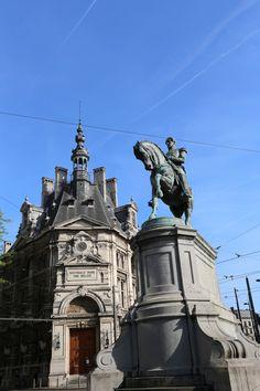 Ruiterstandbeeld van Leopold I (1868) en Nationale Bank van België - Sint-Jorispoort