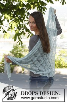 "Knitted DROPS shawl in ""Lace""."