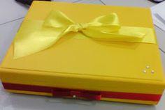 Caixa para guardar o livro de assinaturas. Acompanhou as mesmas cores das caixinhas que foram entregues como lembrancinhas.
