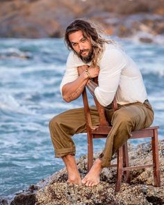 Astrobabble is a Personal Trainer for the Soul with a hint of style, Karma Catwalk and humor, Sh** the Stars Say! Jason Momoa Aquaman, Jason Moma, Gorgeous Men, Beautiful People, Jason Momoa Lisa Bonet, My Sun And Stars, Actrices Hollywood, Raining Men, Man Crush