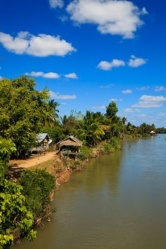 Guesthouses and restaurants on the banks of the Mekong River, located on Don Det Island which forms part of the Four Thousand Islands, known locally as Si Phan Don.
