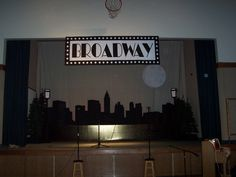 Cardboard Creations - Broadway Stage Design/New York Skyline Broadway Party, Broadway Sign, New York Theme Party, New York Dance, New York Night, Music Themed Parties, Dance Themes, Hollywood Party, Dance Recital