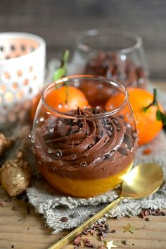 If you are not very lucky for Christmas, here is an alternative to biscui … If you are not very log for Christmas, here is an alternative to traditional rolled biscuit. A gourmet and vitaminized verrine with . Vegan Recipes 4 Ingredients, Vegan Recipes Easy, Cooking Recipes, Rice Instant Pot Recipe, Mousse Dessert, My Best Recipe, Christmas Baking, Christmas Recipes, Christmas Ideas