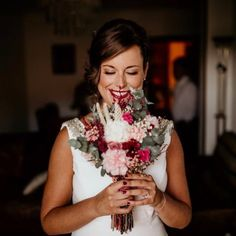 Innovias | Blog de Innovias – Vestidos de novia a precios de fabrica Crown, Blog, Fashion, Brides, Bridal Gowns, Make Up, Moda, Corona, Fashion Styles