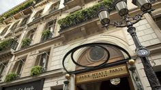 Located at Place Vendome in Paris' city centre, the luxury hotel, Park Hyatt Paris Vendome, is the first choice for many business travelers.