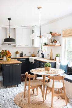 KITCHEN REVAMP - Love the banquette and the sink and countertops, do not like the dark lower cabinets Pinterest | https://pinterest.com/elcocinillas/