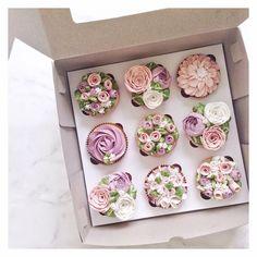 Gorgeous flower cupcakes.