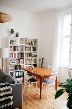 6 Small Living Room Design Tips and Ideas - Des Home Design Books Decor, Living Spaces, Living Room, Small Living Dining, Modern Living, Home Design, Home Furnishings, Decor Styles, Home Furniture