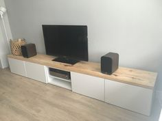 Meuble Tv Ikea Besta Banc Tv Besta Ikea para sala de estar minimalista moderna Home D . Living Room Tv Unit, Ikea Living Room, Ikea Bedroom, Bedroom Storage, Ikea Storage, Storage Hacks, Storage Ideas, Desk Tv Stand, Ikea Tv Stand