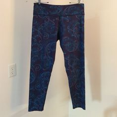 Donating LL Bean leggings tights thermal LL Bean leggings tights alone or for layering. Navy blue with fun swirl floral design that isn't too busy. Worn 2-3 times, lost some weight over the summer and don't fit. 57% nylon, 30% polyester , 13% spandex. L.L. Bean Pants Leggings