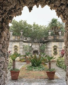I don't believe a bad photo has ever been, or ever could be taken, at Vizcaya :o)