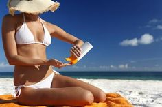 20 home remedies to treat sun tan - may take at least a week to lessen the sun's effects. Sunscreen containing at least SPF 30 is a must before going out; prior to heading out into the sun! Health Guru, Health Class, Health Trends, Protector Solar, Womens Health Magazine, Hair And Makeup Tips, Pregnancy Health, Women Lifestyle, Healthy Women