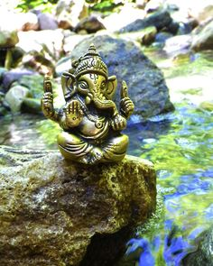 Make this Ganesha Chathurthi 2020 special with rituals and ceremonies. Lord Ganesha is a powerful god that removes Hurdles, grants Wealth, Knowledge & Wisdom. Sri Ganesh, Ganesha Art, Lord Ganesha, Baby Ganesha, Indian Gods, Indian Art, Om Gam Ganapataye Namaha, Spiritual Paintings, Meditation