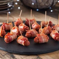 Christmas Cocktail Showdown Party: Dress Up Your Holiday Party with Lit'l Smokies® Recipes. We love this easy, delicious recipe for Bacon Wrapped Lit'l Smokies® Featuring Wright® Brand Bacon. Finger Food Appetizers, Yummy Appetizers, Appetizers For Party, Appetizer Recipes, Keto Recipes, Cooking Recipes, Party Recipes, Litl Smokies Recipes, Bacon Wrapped Smokies