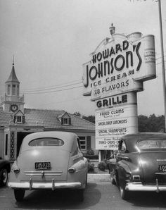 Howard Johnson's 1948 on the PA Turnpike. Howard Johnson's was the only restaurant on the turnpike. Vintage Poster, Vintage Signs, Vintage Ads, Retro Ads, Vintage Menu, Old Pictures, Old Photos, Howard Johnson's, Photos Originales