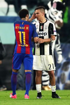 Paulo Dybala of Juventus shakes hands with Neymar of FC Barcelona at. Best Football Players, Football Is Life, Soccer Players, Juventus Stadium, Juventus Fc, Messi And Ronaldo, Cristiano Ronaldo, Juventus Italia, Neymar Jr Wallpapers