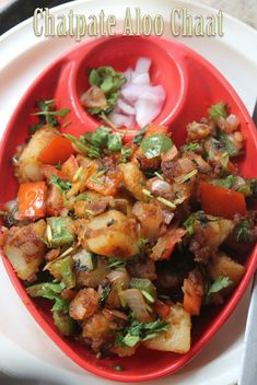 This is one delicious and easy chaat recipe which you can rustle up in few minutes. It is not like your normal aloo chaat, it is fried a. Aloo Recipes, Veg Recipes, Spicy Recipes, Indian Food Recipes, Asian Recipes, Vegetarian Recipes, Cooking Recipes, Vegetarian Starters, Delicious Recipes