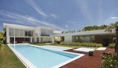 """The """"L"""" Shape House In Barra da Tijuca, Rio de Janeiro by Progetto Arquitetura."""