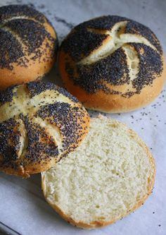 KAISER ROLL ~~~ poppy seed version =  mohn brotchen. caraway and salt version = weck aka kimmelweck aka kummelweck. recipe gateway: this post's link + http://www.weekendbakery.com/posts/kaiser-brotchen-kaiser-rolls/ + http://www.hoolinet.com/Recipes/Bread/KaiserSemmelRecipe/tabid/459/Default.aspx + https://de.wikipedia.org/wiki/Br%C3%B6tchen [Austria, Vienna] [janessweets] [kaiser roll, vienna roll, wiener kaisersemmel, handsemmel, kaiser semmeln, kaiser brotchen, kaiserbroodje]