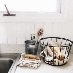 Baking Soda 97108935699062718 - Zero waste cleaning tools: cloth towels, unpaper napkins, and compostable wooden scrub brushes Laminate Countertops, Kitchen Countertops, Kitchen Sinks, Kitchen Towels, Kitchen Wood, Kitchen Flooring, Kitchen Decor, Kitchen Baskets, Kitchen Corner