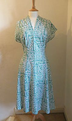 VINTAGE-1970S-MINT-GREEN-WHITE-GEOMETRIC-PRINT-FIT-AND-FLARE-DRESS-SIZE-12-14