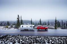 Photographer Captures the Meaning of 'Home' While Living Nomadically in an Airstream Trailer - Resource Best Travel Trailers, Airstream Travel Trailers, Camper Caravan, Rv Travel, Airstream Sport, Airstream Interior, Trailer Interior, Vintage Airstream, Vintage Trailers