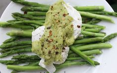 Green Brekkie - Steamed Asparagus and Poached Eggs with Avocado Hollandaise Sauce | The Simple Treat