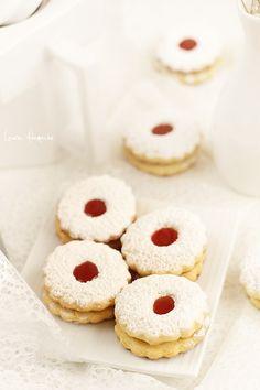 Biscuiti fragezi italieni detaliu Food Cakes, How To Make Cake, Doughnut, Cake Recipes, Biscuits, Cheesecake, Deserts, Favorite Recipes, Treats