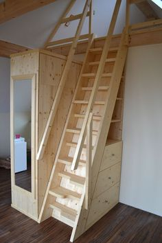 Multifunction sleeping loft rise - Wohnen - Home Design Tiny House Stairs, Attic Stairs, Tiny House Living, Stairs To Loft, Open Stairs, Attic House, Attic Renovation, Attic Remodel, Loft Room