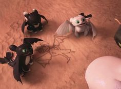 Toothless teaching the Night Lights about Hiccup ☺️ Hiccup And Toothless, Httyd, How To Train Dragon, How To Train Your, Dreamworks Dragons, Dreamworks Animation, Night Fury Dragon, Funny Animal Jokes, Disney Phone Cases