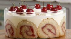 Mary Berry Trifle, Mary Berry Desserts, Trifle Desserts, Dessert Recipes, Fancy Desserts, Dessert Ideas, British Baking Show Recipes, British Bake Off Recipes, British Trifle Recipe