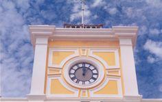 Detalhe do relógio da torre da antiga Estação de Trem_São Felix_Bahia_Brasil