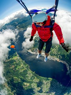 Try 6 Extreme Sports - skydiving, paragliding, bungee jumping, parachuting, para… Bungee Jumping, Base Jumping, Radical Sports, Parkour, France Sport, Outdoor Reisen, Such Und Find, Parasailing, Foto Art