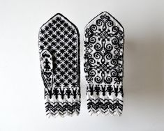 Selbu Mitten by Toshiyuki Shimada (嶋田俊之) from Hand-knitted Gloves and… Fair Isle Knitting, Hand Knitting, Crochet Gloves, Knit Crochet, Mittens, Daisy, Brother, Colours, Creative
