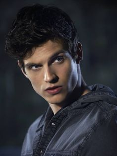 Your source for Daniel Sharman! Teen Wolf Isaac, Stiles Teen Wolf, Teen Wolf Cast, Teen Wolf Boys, Scott Mccall, Dylan Sprayberry, Colton Haynes, Daniel Sharman Teen Wolf, Cenas Teen Wolf