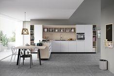cuisine bois et blanc moderne avec une peinture murale grise, un carrelage de sol imitation pierre grise et chaises en noir et blanc
