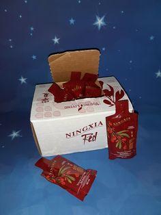 In deze doos zitten 30 zakjes van 60 ml Ningxia Red. Heel handig om mee te nemen als je op vakantie gaat of onder weg bent. Deze gebruik ik dan om mijn energie te verhogen. Ningxia Red