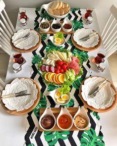 Ideas for breakfast ideas decoration kids Breakfast Table Setting, Breakfast Dessert, Breakfast Ideas, Breakfast Presentation, Food Presentation, Dining Table Decor Everyday, Plat Vegan, Turkish Breakfast, Party Food Platters