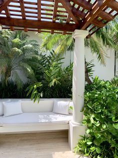 Our garden is a large part of Calabash. Here you will not only find balance and tranquillity but there is also a lot to discover. Jermaine is a great guide and will give you a great tour. Outdoor Furniture, Outdoor Decor, Caribbean, Beach House, Most Beautiful, Tours, Island, Garden, Home Decor