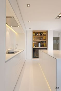 Küchen design Pantry/coffee/wine cupboard Acne: Laser, a good therapy for acne without side effects Best Kitchen Designs, Modern Kitchen Design, Modern Interior Design, Interior Design Living Room, Interior Minimalista, Cuisines Design, Minimalist Kitchen, Kitchen Living, Kitchen Walls