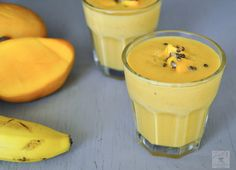 Mango banana oatmeal breakfast smoothie - Delicious Naturally sweetened mango banana oatmeal smoothie, a great smoothie on the go. Zesty South Indian Kitchen