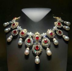 Van Cleef natural pearls, diamonds and rubies of 35 carats