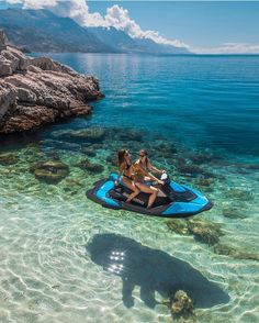 Good vibes only ? tag ur BFF that u would want to ride into outer space w on a floating jet ski ? this is in Croatia btw. Cute Friend Pictures, Best Friend Pictures, Summer Aesthetic, Travel Aesthetic, Foto Glamour, Shotting Photo, Summer Goals, Destination Voyage, Photos Voyages