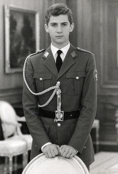 23 de diciembre de 1985. El príncipe Felipe posa vestido de militar en el palacio de la Zarzuela. Felipe VI: Infancia y juventud | Fotogalería | Actualidad | EL PAÍS