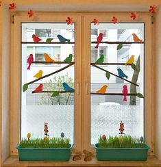 Classroom Window Decorations, School Decorations, Classroom Decor, Spring Decoration, Cardboard Christmas Tree, Animal Crafts For Kids, Classroom Design, Paper Crafts Origami, Bird Crafts