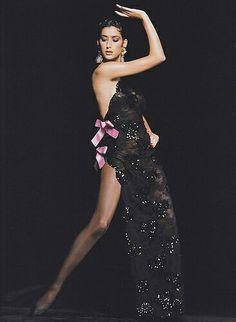 """""""The evening gown"""", Yves Saint Laurent, coleção de 1990."""