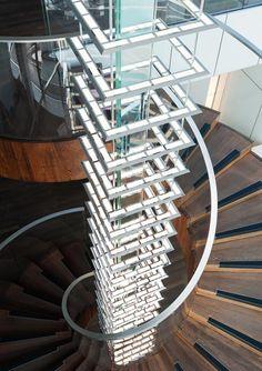 Weltweit größter OLED-Leuchter (Stand 5/2012) mit 2,4 m² OLEDs hängt in Berlin
