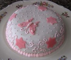 Torta di Mandorle Ingredienti: Mandorle Pelate 400g Zucchero 300g Farina bianca 200g Burro 140g Uova 4 Succo di 1 limone 1 Busta lievito per dolci Fate amm