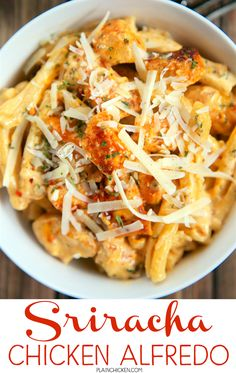 Sriracha Chicken Alfredo - super quick pasta dish that is ready in 15 minutes and requires no prep work! Chicken Recipes Video, Pasta Recipes, New Recipes, Dinner Recipes, Cooking Recipes, Pasta Meals, Chicken Meals, Chicken Pasta, Sriracha Recipes